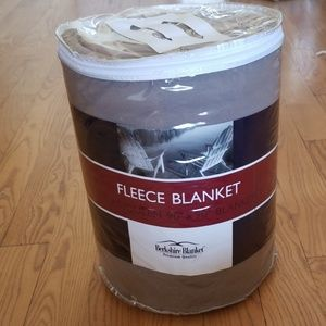Berkshire Fleece Blanket Full/Queen New